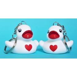 Schlüsselanhänger weiß mit rotem Herzen B  Schlüsselringen